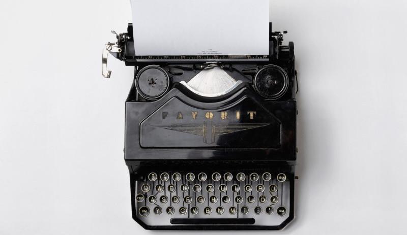 En gammeldags skrivemaskin.