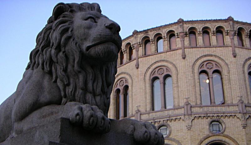 Løven utenfor det norske stortinget.